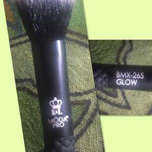 *NEW* MODA PRO BMX-265 Glow Highlight Makeup Brush
